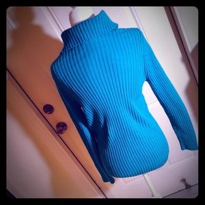 Ladie's cable stich Sweater
